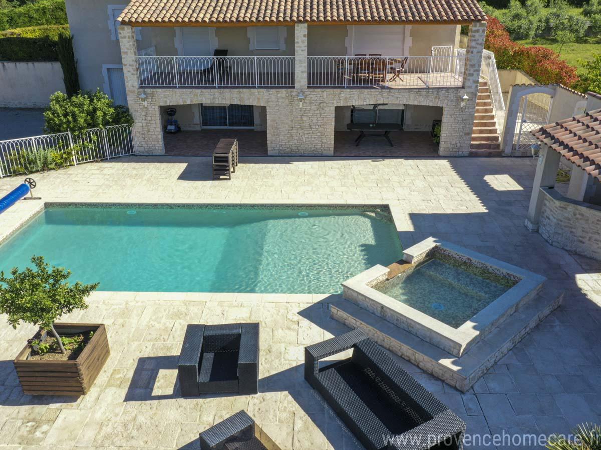 le palmier-deverssoir-location-saisoniere-calme-soleil-piscine-provence-jardin-provence home care