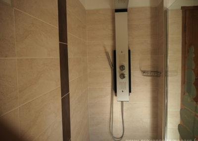 Douche italienne, jets multiples dans la salle de bain de la suite parentale à l'étage, maison gérée par l'agence Provence Home care