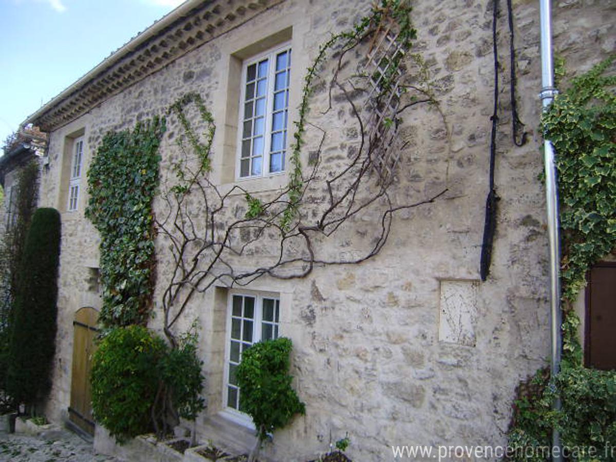 remparts-exterieur-barbecue-maison-village-terrasse-vue-panoramique-location-saisonniere-luberon-forcalquier-citadelle-couvent-cordeliers-marche-provencal-provence-home-care.