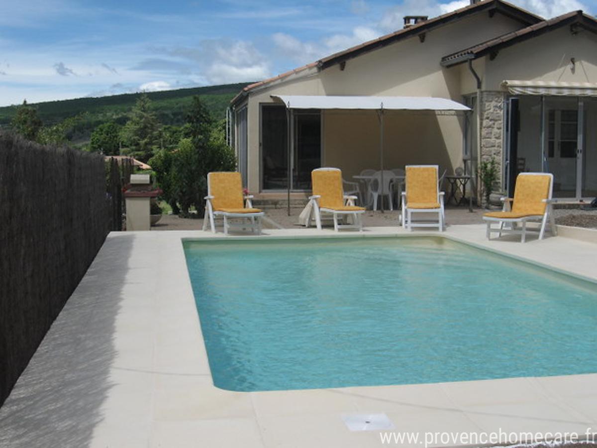 seringas-barbecue-maison-piscine-location-saisonniere-luberon-pays-forcalquier-marche-provencal-montagne-lure-randonnee-vtt-commerces-provence-home-care